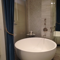 Luxurious round La Cava Tub in the Wet Room